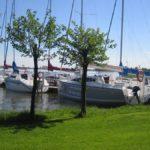 jachty-przy-kei-port-prażmowo-mazury