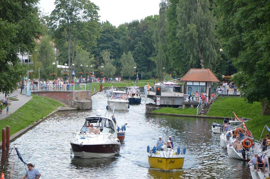 czarter-łodzi-motorowych-mazury-bez-patentu-kanał-łuczański-okolice-mostu-obrotowego
