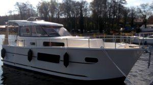 jacht-nautika-830-czarter-bez-patentu-mazury