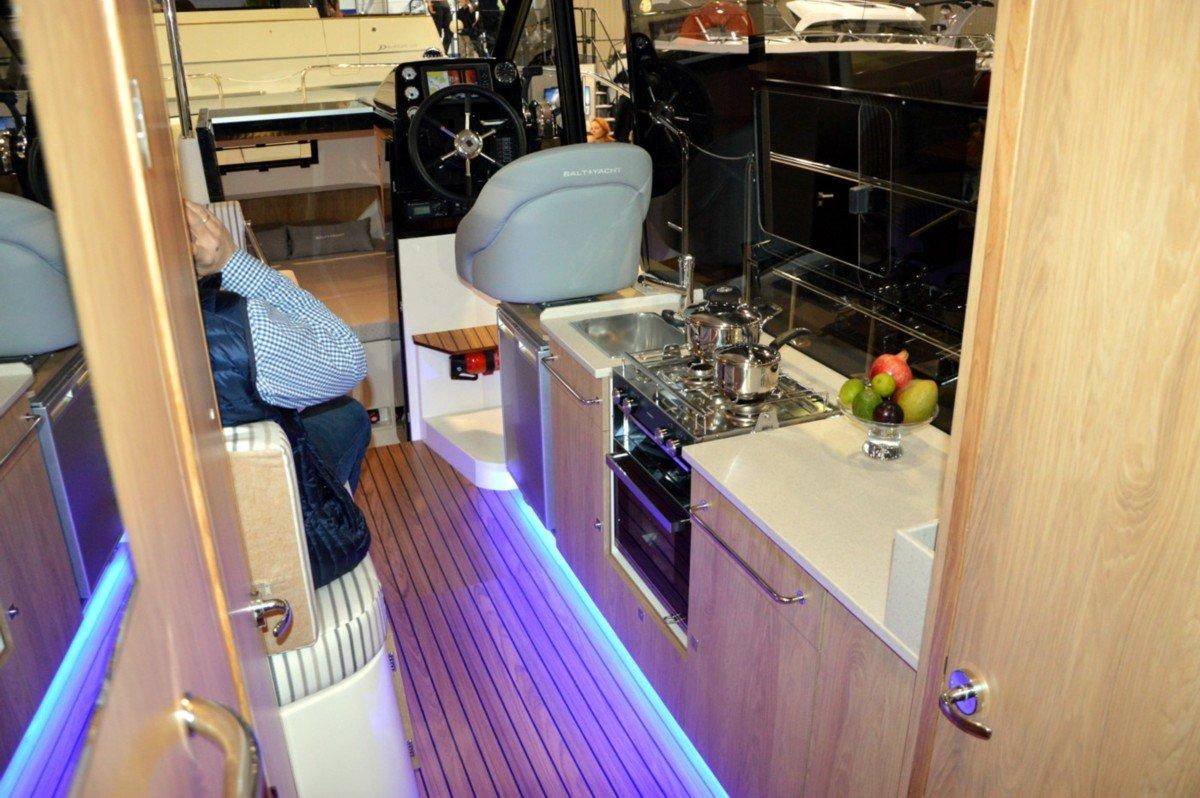 czarter-bez-patentu-mazury-steróka-jachtu-motorowego-sun-camper-35