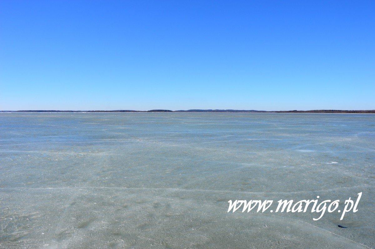 lód-na-jeziorze-śniardwy-widok-od-strony-wsi-nowe-guty