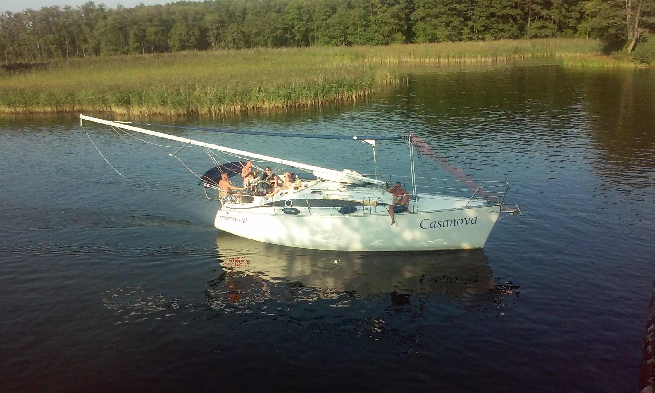 jacht-tango-33-od-marigo-czarter-mazury-przejście-pod-mostem