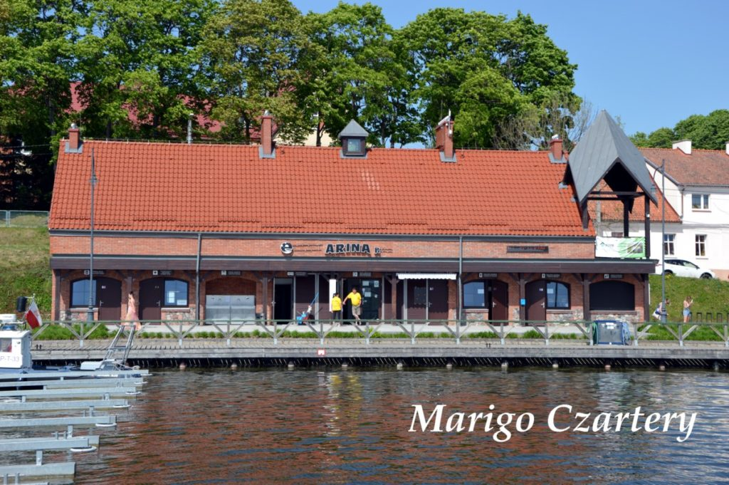 restauracja-oraz-lodziarnia-na-terenie-portu-ryn-ekomarina