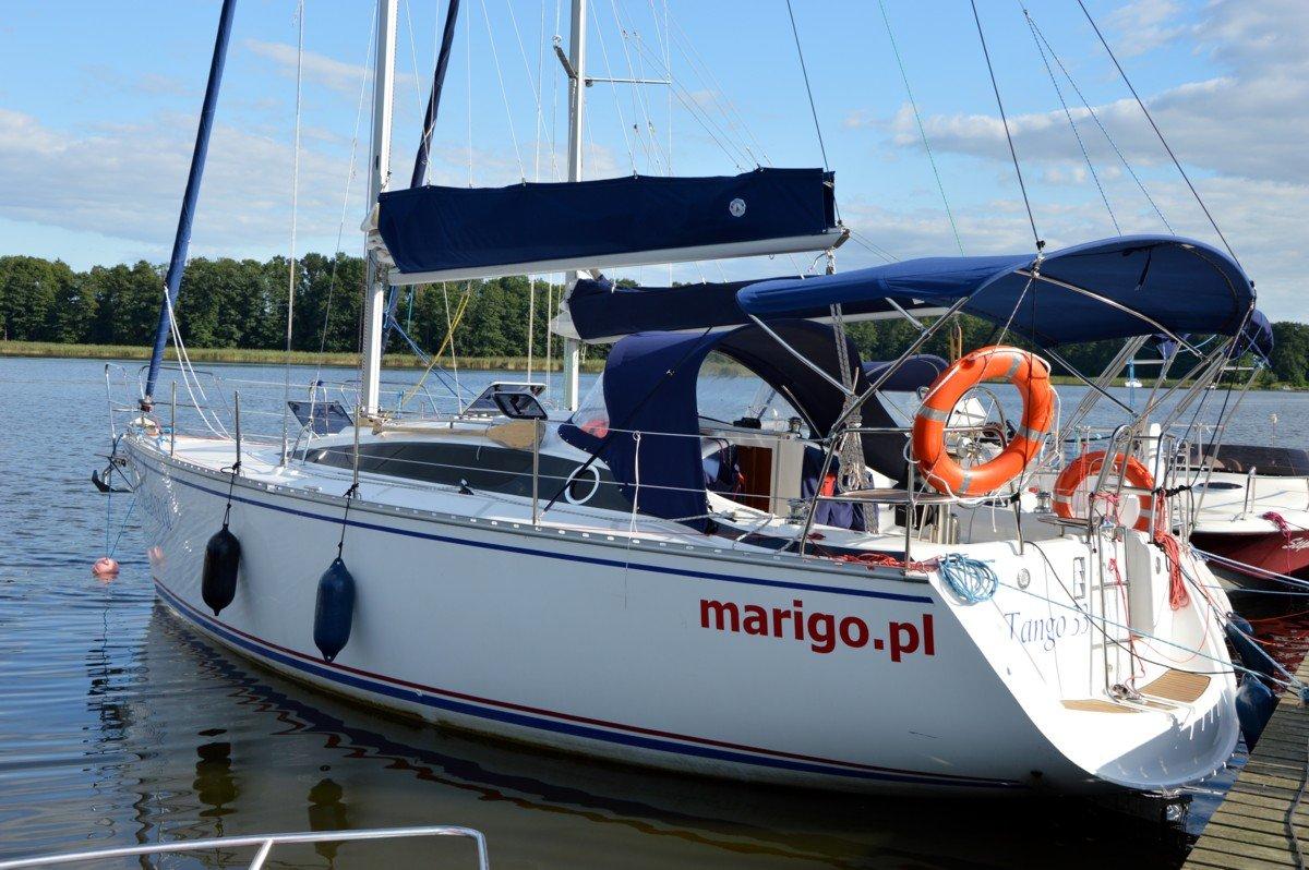 jacht-tango-33-port-przystań-jezioro-mamry-wakacje
