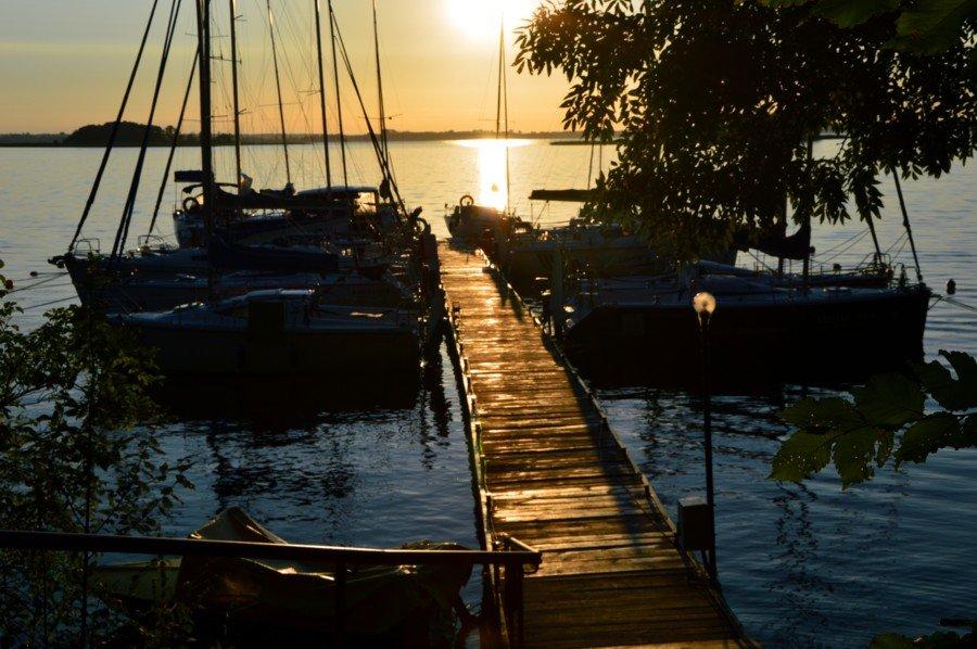 jezioro-mamry-port-kietlice-o-zachodzie-słońca