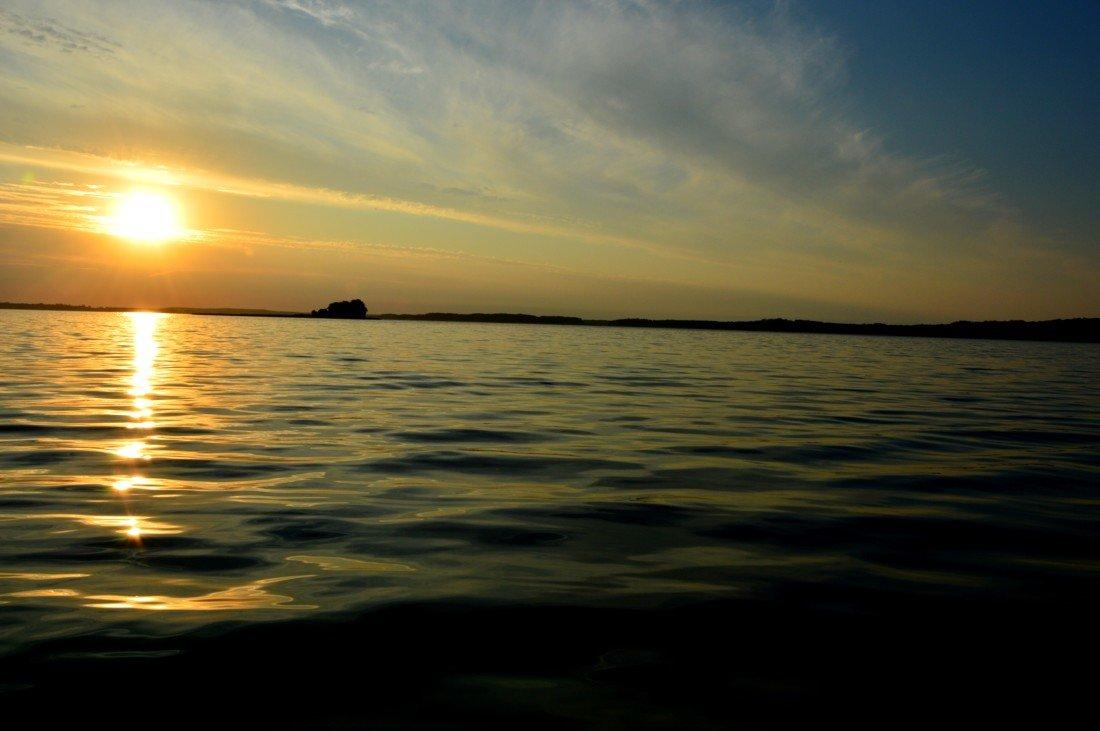 jezioro-mamry-zachód-słońca-widok-od-stanicy-wodnej-kietlice