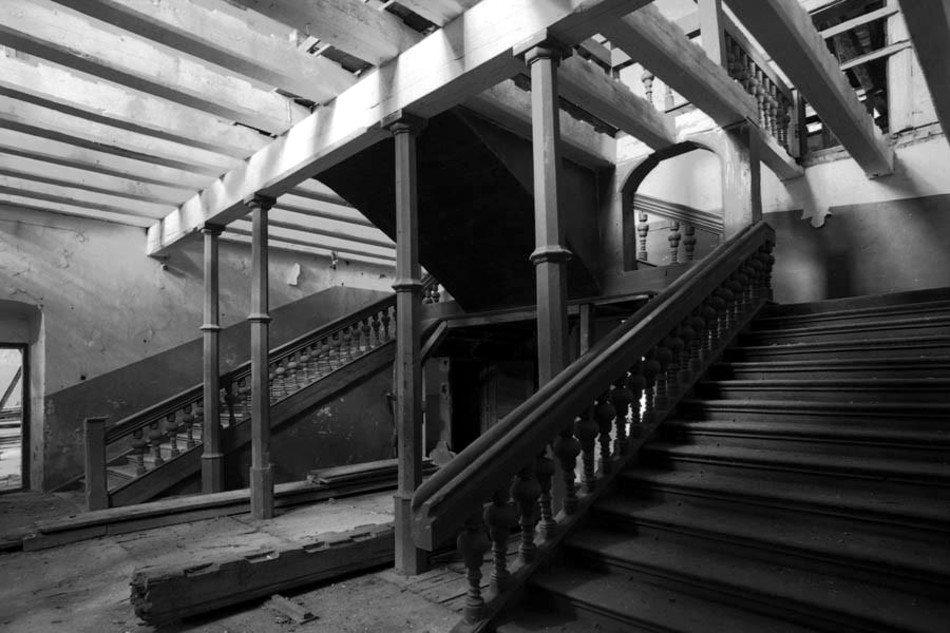 wnętrze-pałacu-sztynort-obecnie