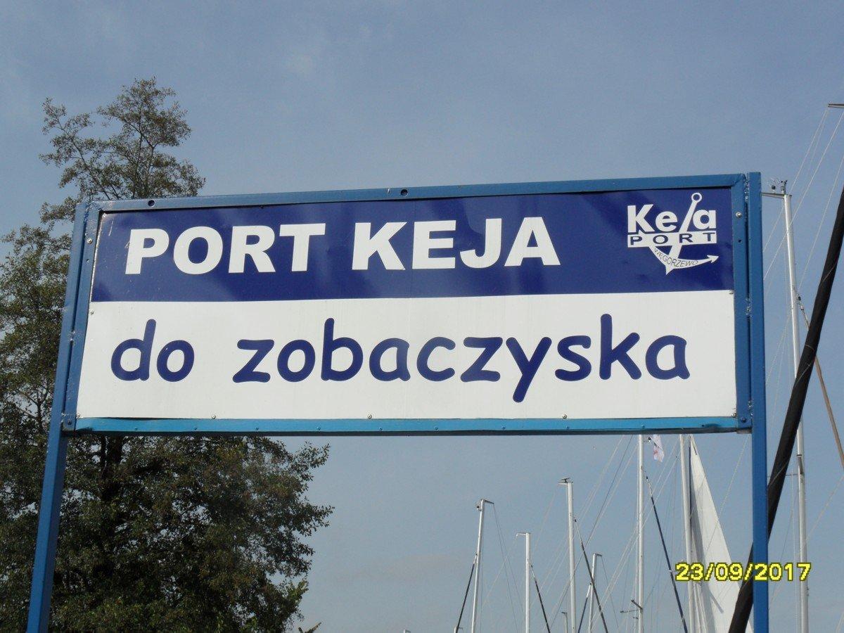 port-węgorzewo-szyld-pomiędzy-keją-a-zhp
