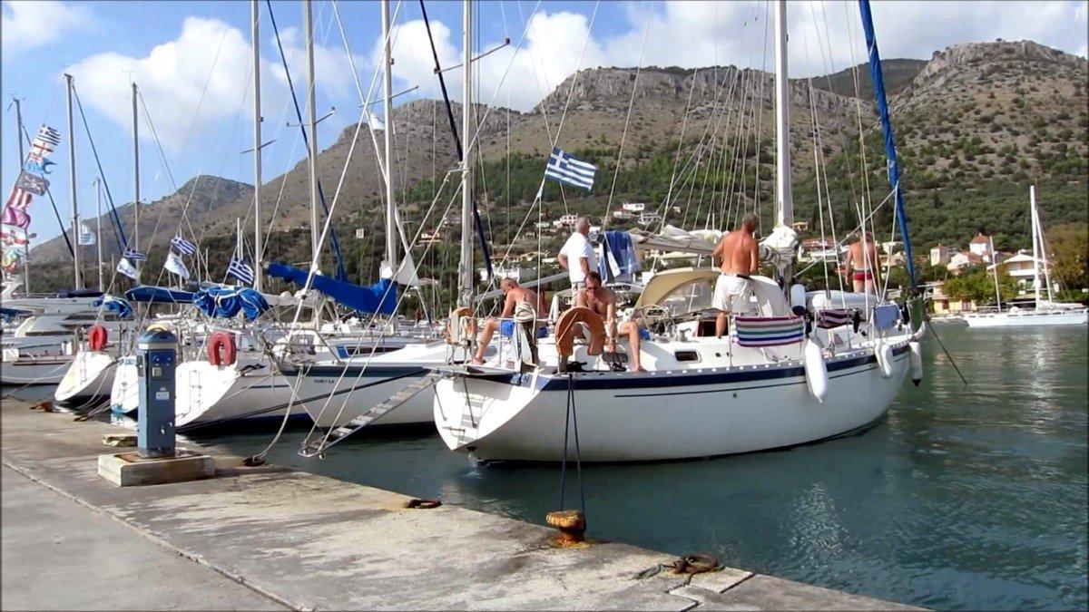 cumowanie-jachtu-rufą-do-kei-praktyczne-wskazówki
