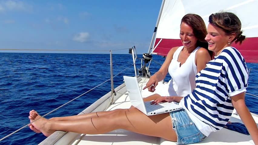czarter-porady-dotyczące-obsługi-jachtów-żaglowych-i-motorowych-firmy-marigo-czarter-mazury