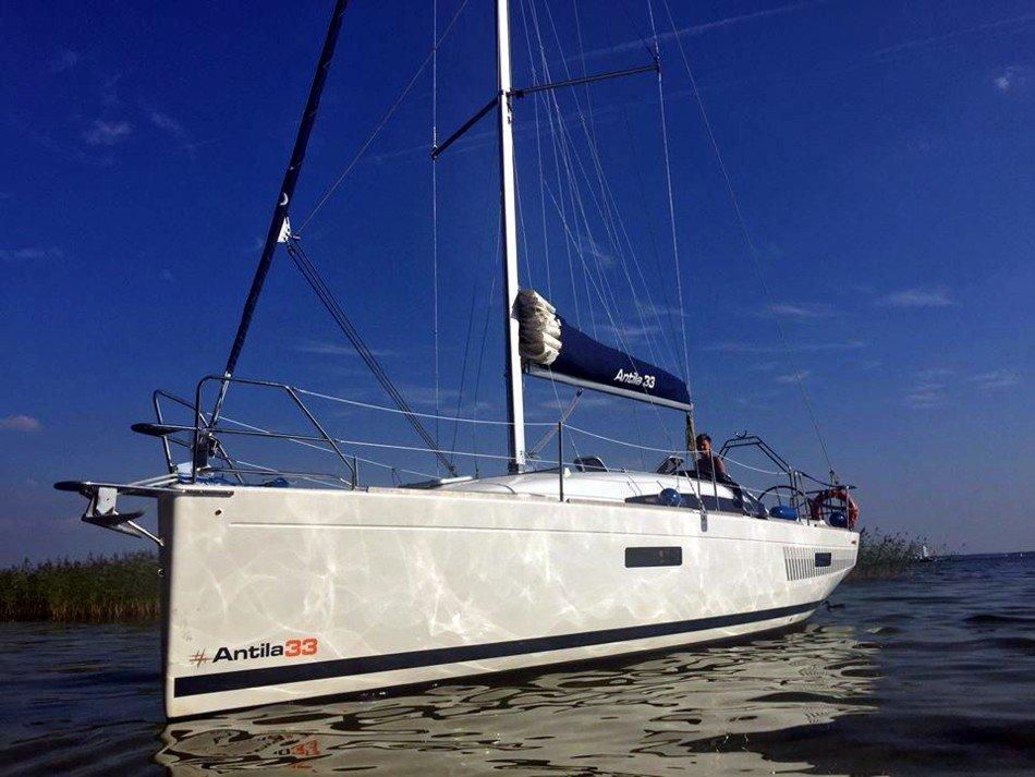 czarter-jachtu-antila-33-komfortowe-wyposażenie