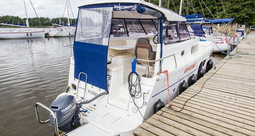 rufa-jachtu-motorowego-nautika-830