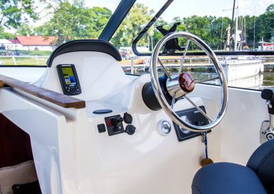 sterówka jachtu nautika 1000 s