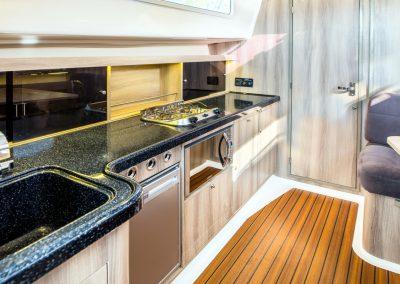 nexus 870 czarter mazury - kambuz jachtu