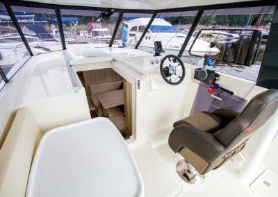 sterówka jachtu motorowego Nautika 830
