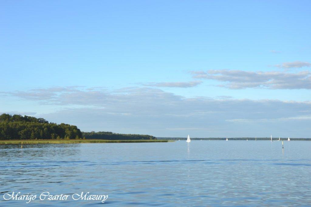głazy sztynorckie na jeziorze Dargin