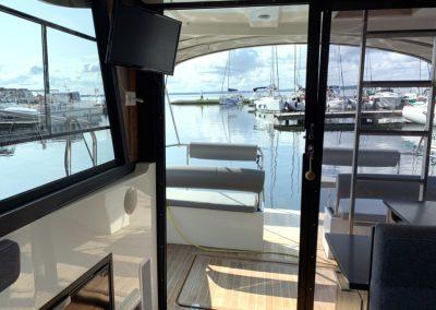 jacht motorowy futura 36 pokład