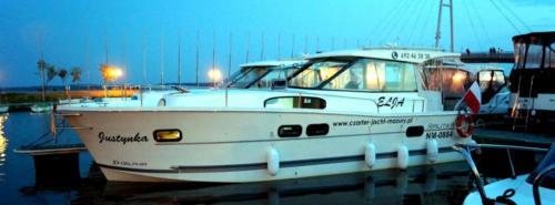 nautika-1000-giżycko-port-ekomarina-wieczorem