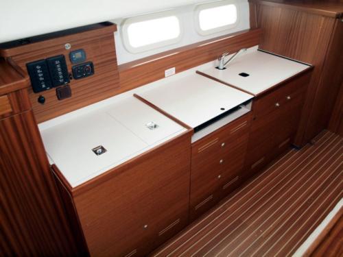 jacht-motorowy-nautika-1000-w-pełni-wyposażony-kambuz-na-8-osób