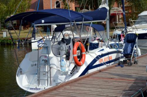 port-ognisty-ptak-cumowanie-jacht-tes-32-dreamer-przy-kei-gościnnej