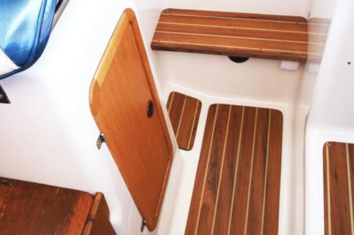 kokpit jachtu bez patentu typu quicksilver 650