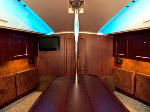 Sedna30-czarter-wnętrze-jachtu