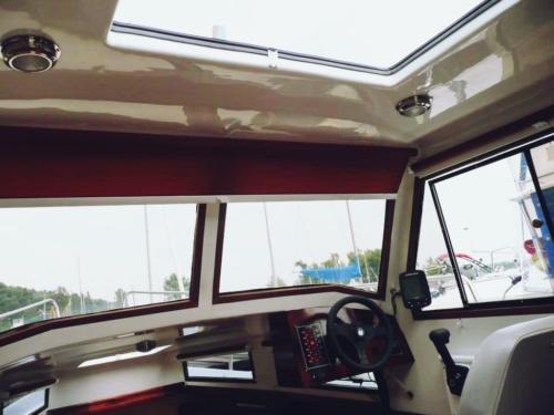 czarter-jachtu-motorowego-sterówka