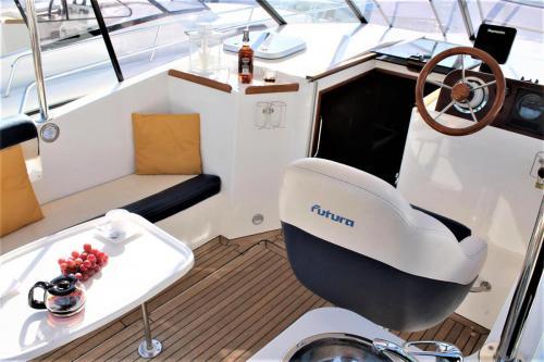futura-860-czarter-fotel-sternika
