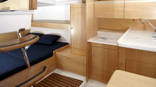 jacht-żaglowy-maxus-26-kambuz