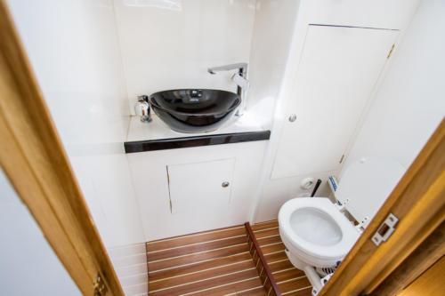 jacht antila 33 kabina wc z prysznicem