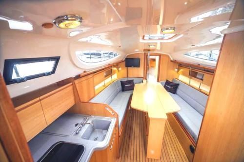 jacht-maxus-33.1-rs-wnętrze