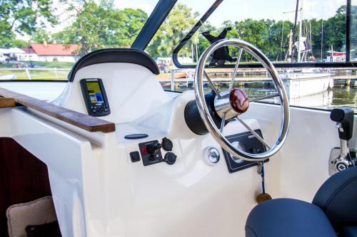 jacht-motorowy-bez-patentu-mazury-czarter