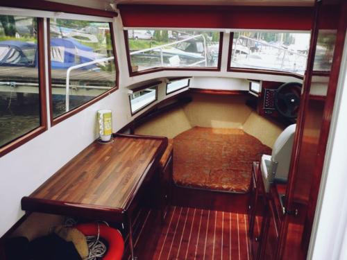 jacht-motorowy-wynajem-mazury-wnętrze