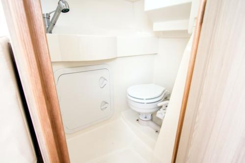 kabina-wc-w-jachcie-motorowym-nautika-830